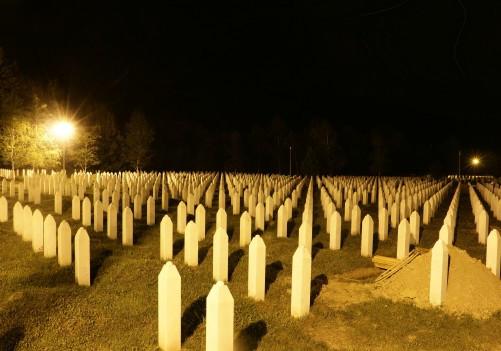 Noć nad Potočarima: Molitve za duše mrtvih i za sabur živih