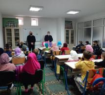 Bišanović Faruk i Zejna počastili polaznike mekteba i igraonice Vildan u Janji
