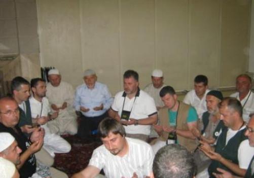 Večeras je u džamiji Muhammeda a.s. u Medini poklonjena hatmi dova za duše rahm. Ejuba Camića, Ibrahima Korajčevića i Osmana Gutića