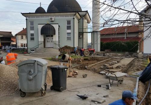 Uređenje dvorišta Atik džamije